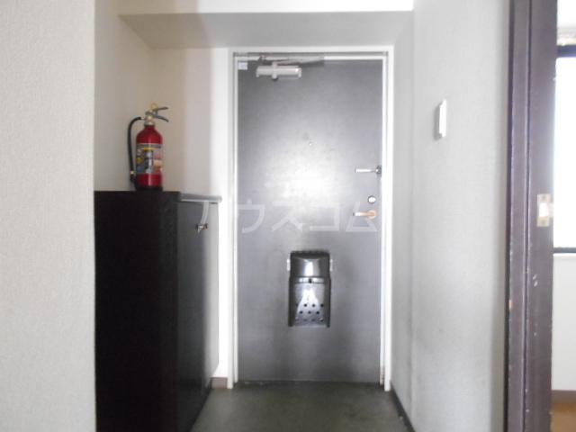 ライオンズマンション春日部第6 1205号室の玄関
