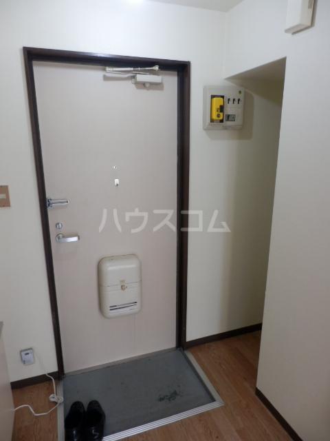 ラサール青柳 102号室の玄関
