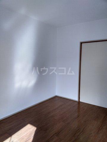 オレンジハウス森田弐番館 203号室のリビング