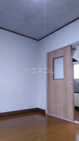 三井ハイツ 205号室のリビング