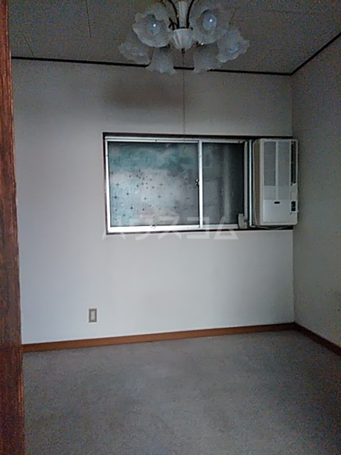 横山荘 101号室のロビー