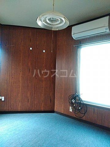 横山荘 101号室のエントランス