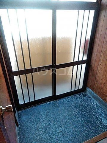 横山荘 101号室の玄関
