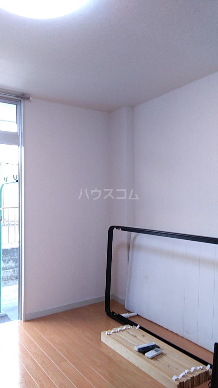 メゾン湘南 102号室のリビング