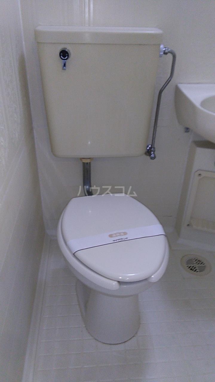 メゾン湘南 102号室のトイレ