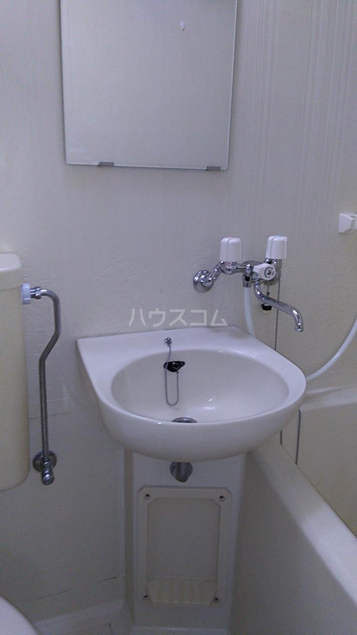メゾン湘南 102号室の洗面所