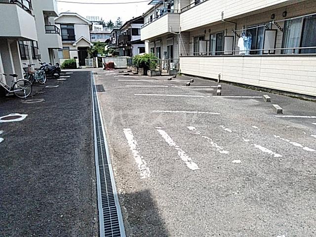 バームハイツ松尾 207号室の駐車場