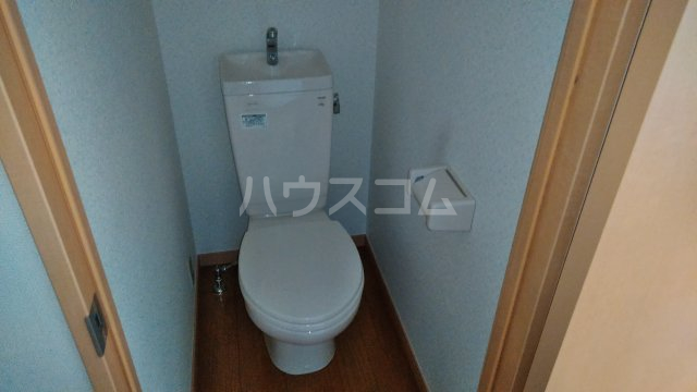 フジモリハイツ 201号室のトイレ
