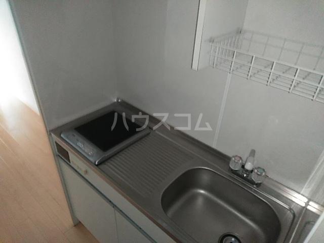 ニューアローズMⅡ 103号室のキッチン