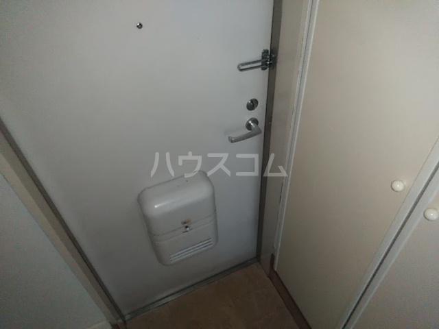 ニューアローズMⅡ 103号室の玄関