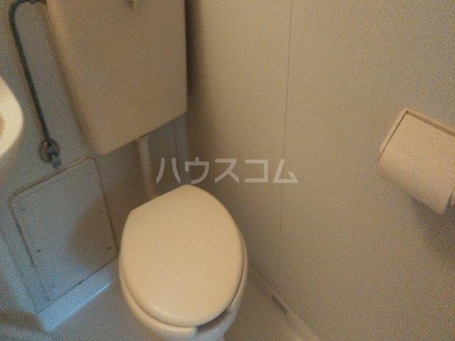 アゼリアハイツ 103号室のトイレ