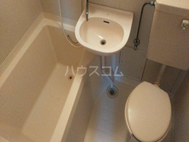アゼリアハイツ 103号室の洗面所