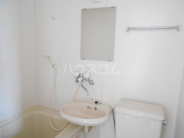 第2あずみの荘 201号室の洗面所