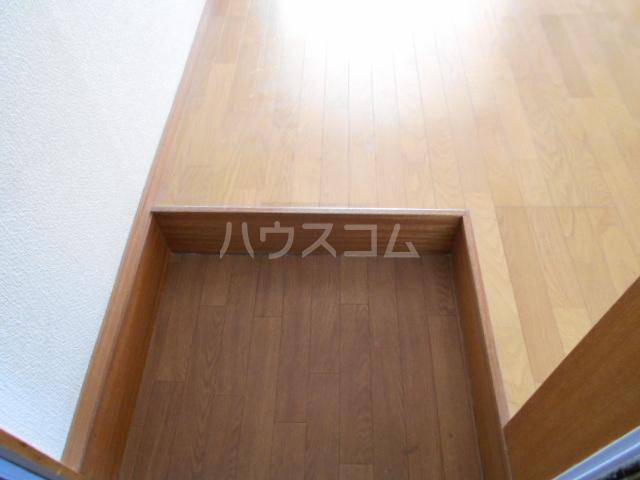 第1あずみの荘 202号室の玄関