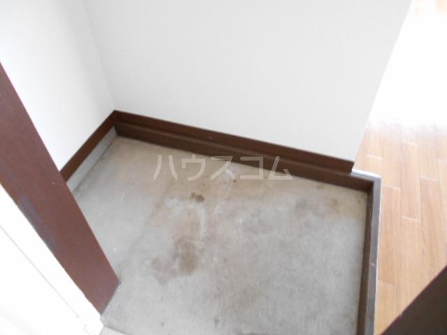 三澤ハイツ 305号室の玄関
