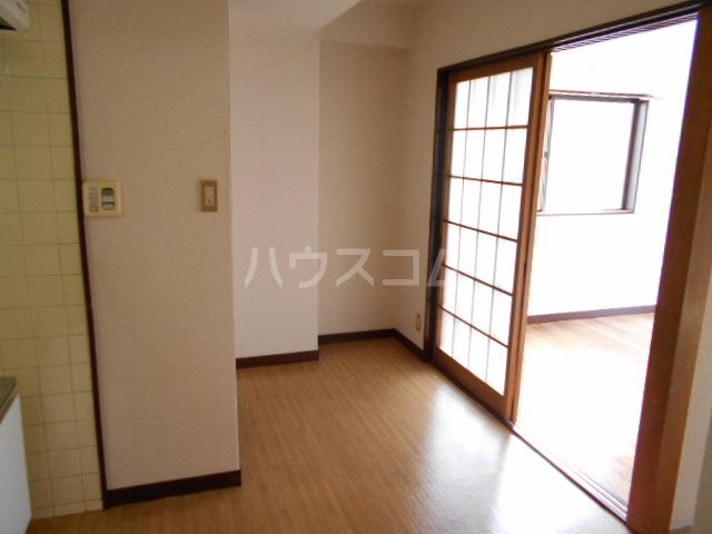 三澤ハイツ 202号室のリビング
