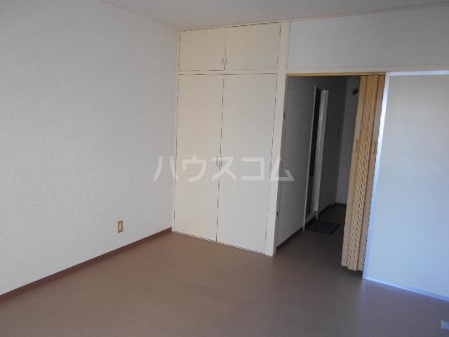 中川ビル 203号室のリビング