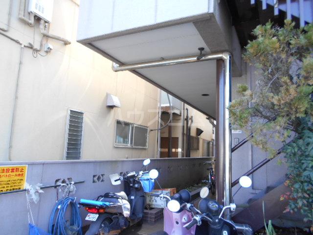 中川ビル 203号室のエントランス