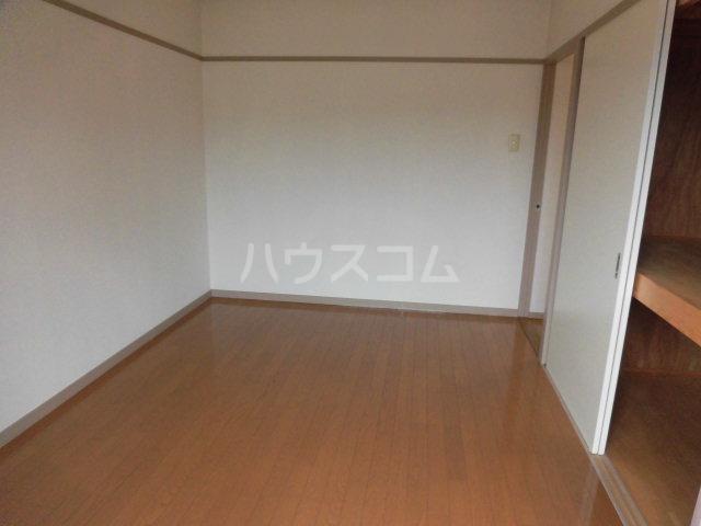 グリーンコーポラス 102号室の居室