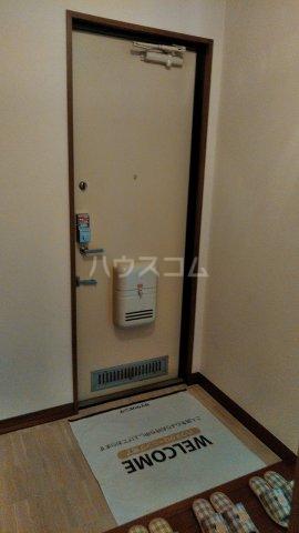 プリムラコート 205号室の玄関