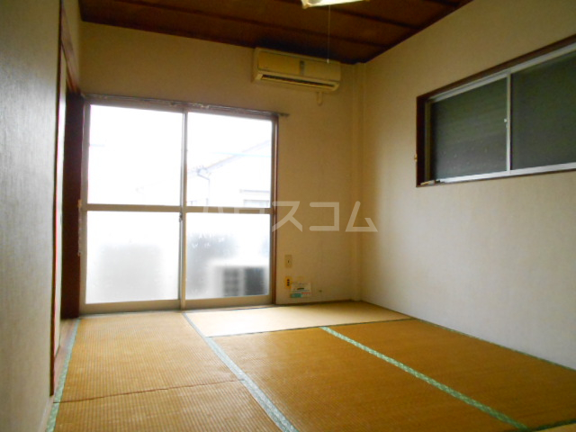 カーサ三岡 206号室の居室