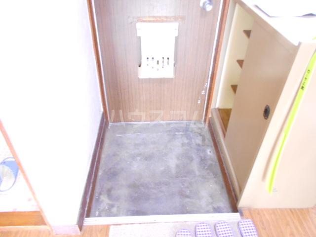 カーサ三岡 206号室の玄関