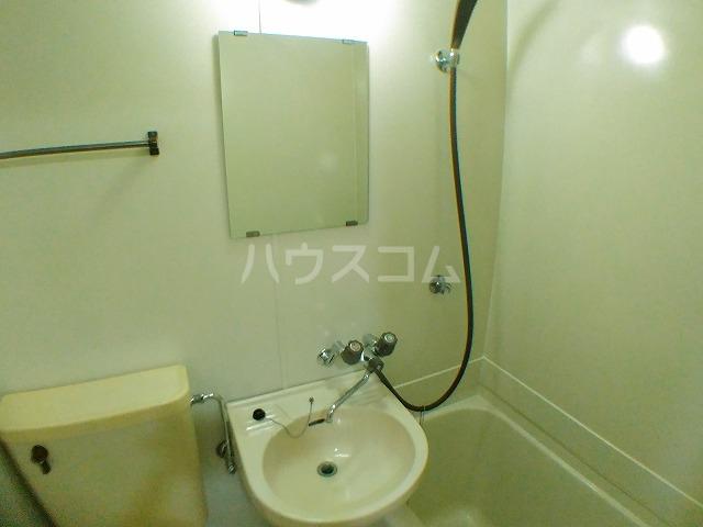 サウザンド2 101号室の洗面所