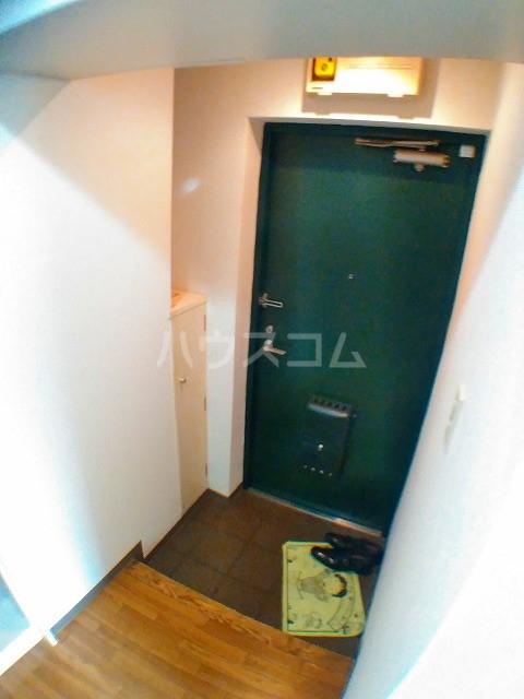 サウザンド2 101号室の玄関