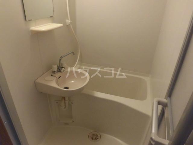 At Ease 2-B号室の風呂