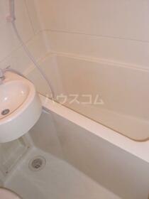 マンション六本木 206号室の風呂