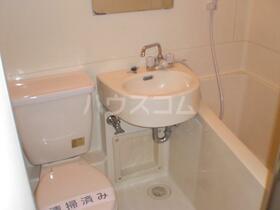 マンション六本木 206号室の洗面所