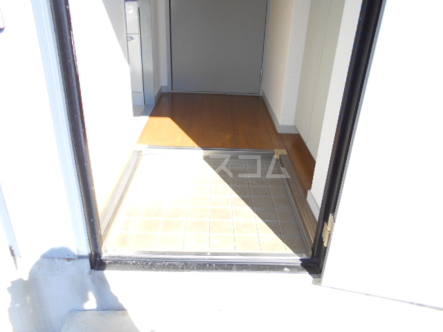 ハイツウェスターリア 102号室の玄関
