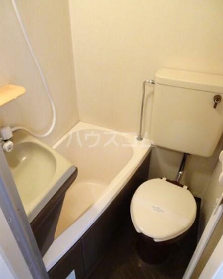 スカイコート府中 401号室のトイレ