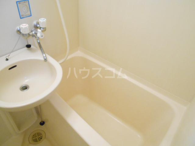 ハイツアロー 203号室の風呂