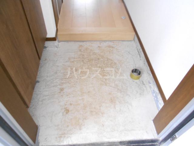 メモリエ府中 201号室の玄関