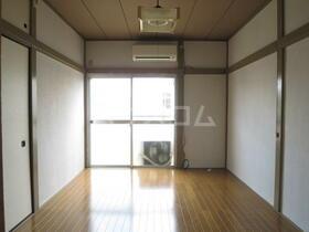 東栄荘 201号室のリビング