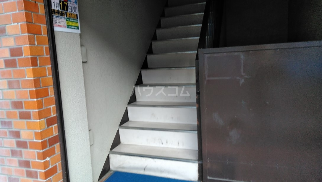 玉川屋ビル 301号室のエントランス