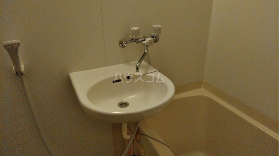 玉川屋ビル 301号室の洗面所