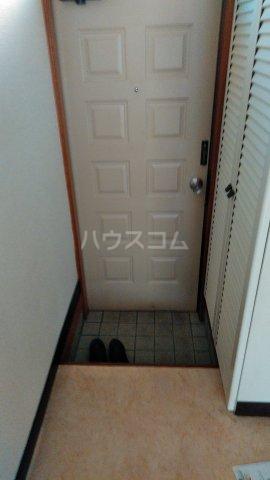 ハウスパフューム 101号室の玄関