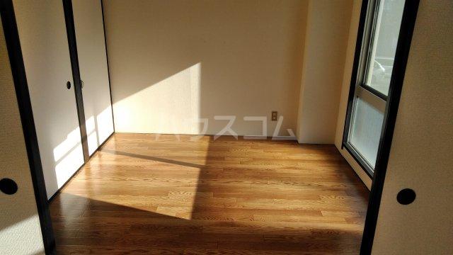 第12通南ビル 203号室のリビング