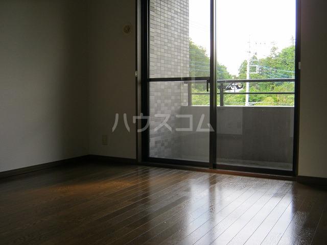 ライオンズテラス武蔵小金井 308号室のリビング