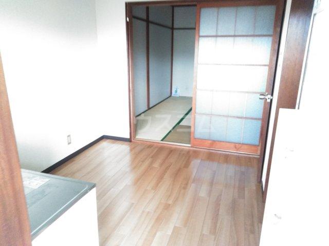 美塚コーポ 201号室のリビング