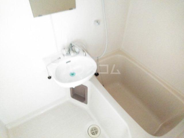 美塚コーポ 201号室の洗面所