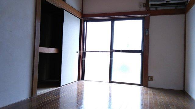 千代田ハイツ 105号室のリビング