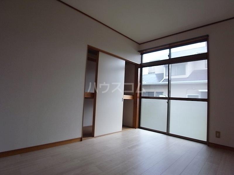 スタシオン上島 A 102号室のリビング