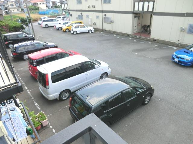 須賀コーポ 102号室の駐車場