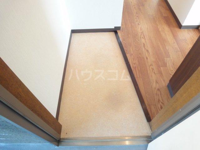 コーポカトレア 201号室の玄関