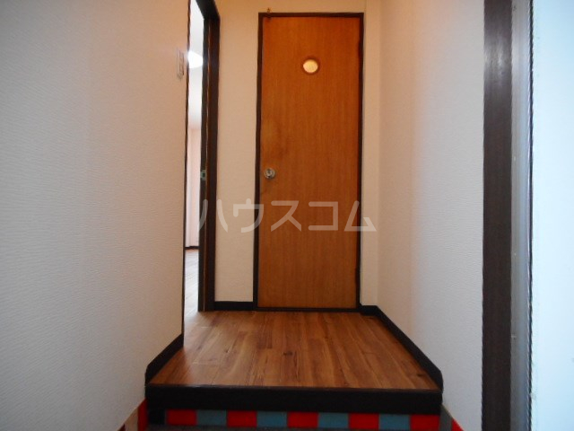 ラベンダータウン B棟 3-A号室の玄関