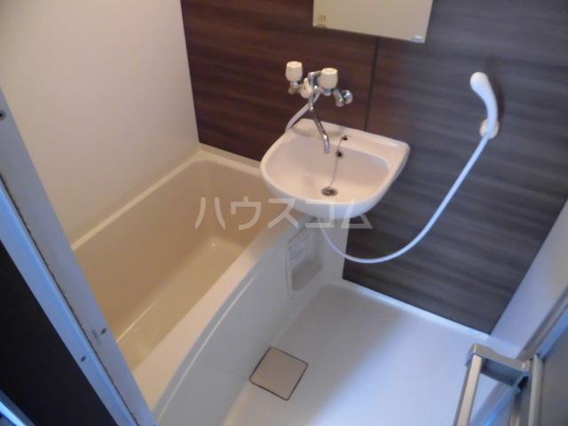 ラベンダータウン B棟 3-E号室の風呂