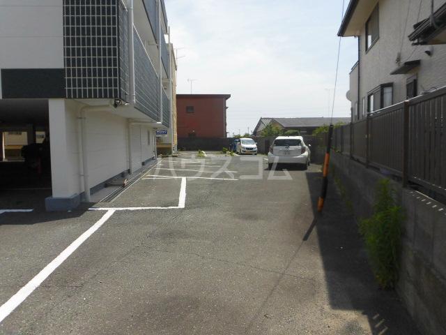 ラベンダータウンA 1-C号室の駐車場
